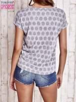 Szary t-shirt z motywem grochów                                  zdj.                                  4