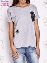 Szary t-shirt z motywem serca i kokardki                                  zdj.                                  1