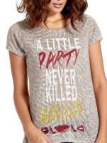 Szary t-shirt z napisem A LITTLE PARTY NEVER KILLED NOBODY                                  zdj.                                  5
