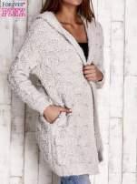 Szary włochaty sweter z kapturem