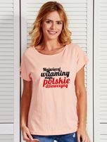 T-shirt NAJWIĘCEJ WITAMINY MAJĄ POLSKIE DZIEWCZYNY łososiowy                                  zdj.                                  1