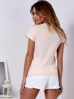 T-shirt brzoskwiniowy z cekinowym flamingiem                                  zdj.                                  2