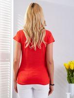 T-shirt czerwony z motywem samochodu                                  zdj.                                  2