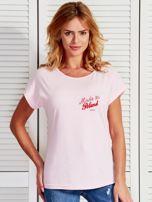 T-shirt damski patriotyczny z delikatnym nadrukiem jasnoróżowy                                  zdj.                                  1