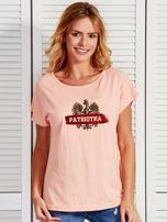 T-shirt damski patriotyczny z nadrukiem Orła Białego łososiowy                                  zdj.                                  1