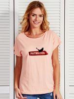 T-shirt damski patriotyczny z orłem PATRIOTKA łososiowy                                  zdj.                                  1