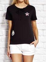 T-shirt damski z wiązaniem i naszywkami czarny                                  zdj.                                  1