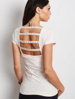 T-shirt jasnobrzoskwiniowy z wycięciami z tyłu                                  zdj.                                  2