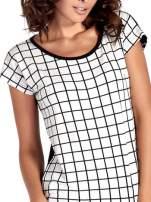 T-shirt w biało-czarną kratkę z koronką z tyłu