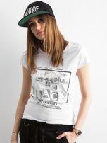 T-shirt z napisami biały                                  zdj.                                  1