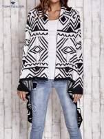 TOM TAILOR Biały asymetryczny sweter w graficzne wzory                                  zdj.                                  8