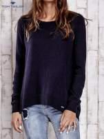 TOM TAILOR Granatowy sweter z materiałową wstawką z tyłu                                  zdj.                                  1