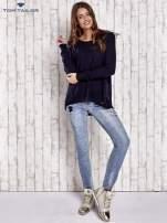 TOM TAILOR Granatowy sweter z materiałową wstawką z tyłu                                  zdj.                                  2