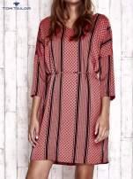 TOM TAILOR Koralowa graficzna sukienka z wiązaniem