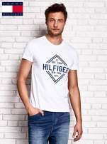 TOMMY HILFIGER Biały t-shirt męski z nadrukiem                                  zdj.                                  1