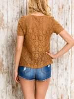 VERO MODA Brązowy ażurowy t-shirt                                  zdj.                                  4