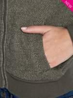Zielona dresowa ramoneska z futrzanym kołnierzem                                  zdj.                                  6