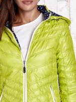 Zielona pikowana kurtka z wykończeniem w groszki                                  zdj.                                  9
