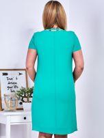 Zielona sukienka z ozdobnym wiązaniem PLUS SIZE                                  zdj.                                  3