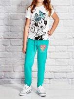 Zielone spodnie dresowe dla dziewczynki z nadrukiem kota                                  zdj.                                  4