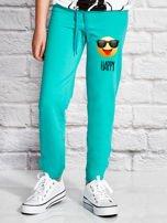 Zielone spodnie dresowe dla dziewczynki z napisem HAPPY                                  zdj.                                  1