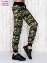 Zielone spodnie dresowe moro z troczkami
