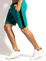 Zielone szorty męskie z kontrastowymi wstawkami                                  zdj.                                  2