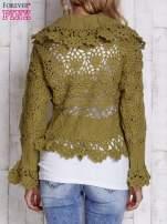 Brązowy sweter o szerokim splocie z wiązaniem                                                                          zdj.                                                                         4
