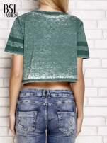 Zielony t-shirt acid wash z literą A                                  zdj.                                  2