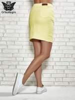 Żółta spódnica z zapięciem na guzik                                  zdj.                                  4
