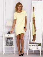 Żółta sukienka z ozdobną kieszonką                                  zdj.                                  4