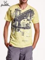 Żółty t-shirt męski z miejskim nadrukiem