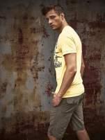 Żółty t-shirt męski z miejskim nadrukiem                                  zdj.                                  9